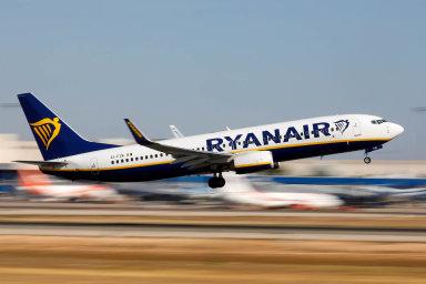 Nově Ryanair očekává za celý fiskální rok, který uzavře na konci března, zisk v rozmezí 800 až 900 milionů eur, zatímco dříve odhadoval zisk 750 až 950 milionů eur.