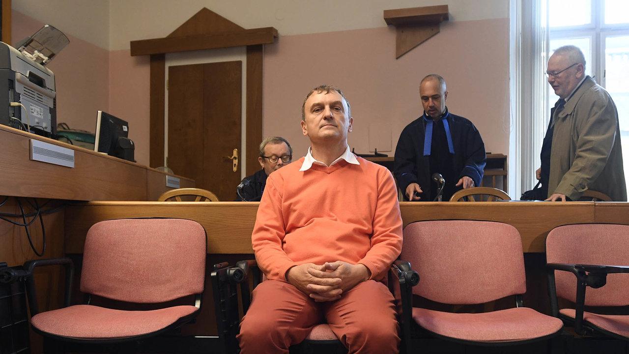 Na hraně. Podnikatel Antonio Koláček se podle svých slov neskrývá, čeká na český soud. Do švýcarského vězení zatím nepůjde, i když nezná následky.