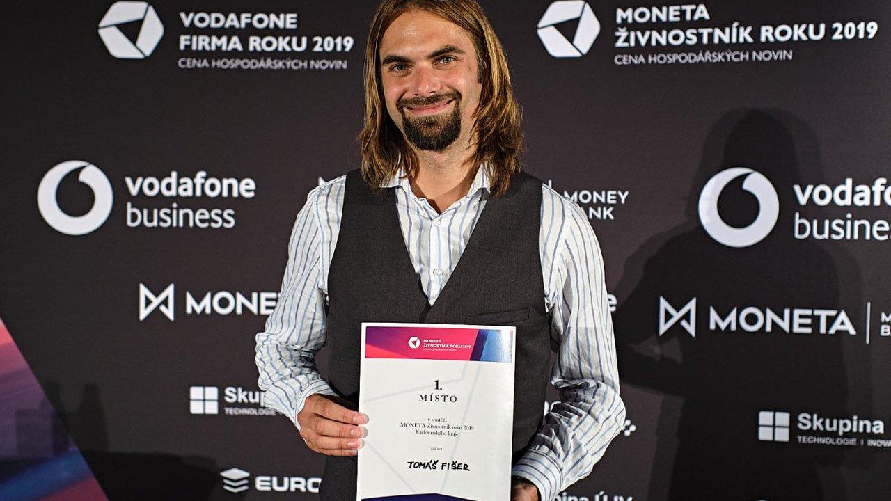 Vkategorii Moneta Živnostníkroku Karlovarského kraje porotu nejvíce zaujal Tomáš Fišer, který vede jazykovou školu vChebu.