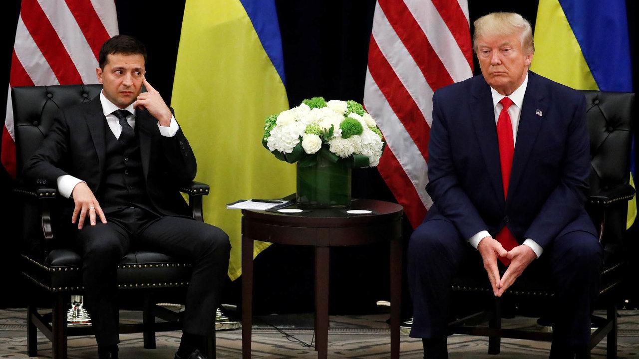 Trump podle zveřejněného přepisu telefonátu uZelenského naléhal navyšetření aktivit Huntera Bidena, syna Joea, dřívějšího viceprezidenta,nyní hlavního demokratického uchazeče oprezidentské křeslo.