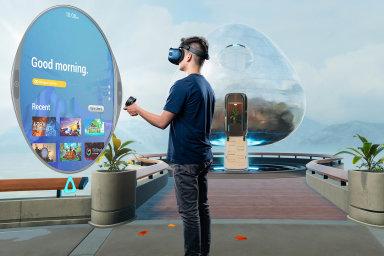 PoHTC Vive Pro určeném primárně firmám HTC ukázalo novou generaci virtuální reality zaměřenou inadomácí uživatele, HTCVive Cosmos.