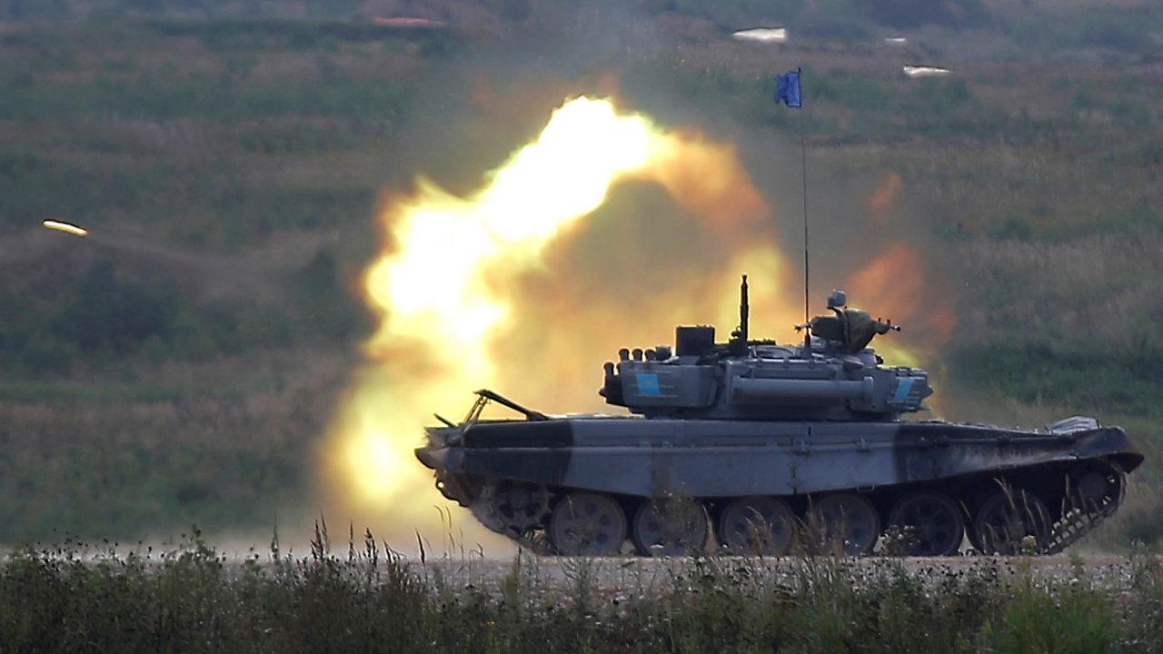 Slevy namunici. Střelivo dotanků typu T-72 by mohlo být jednou zprvních komodit, jež by armády V4 nakoupily hromadně, podle ministra Metnara laciněji.