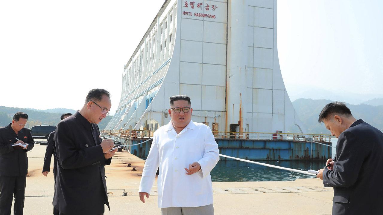 Kim Čong-un při návštěvě Diamantových hor nařídil zbourat stavby, které tam postavili Jihokorejci.