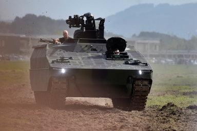 Česká armáda vsoučasnosti řeší největší nákup vesvé novodobé historii. Hodnota tendru na210bojových vozidel pěchoty přesáhne 50miliard korun. Jedním zfinalistů je německé vozidlo Lynx.