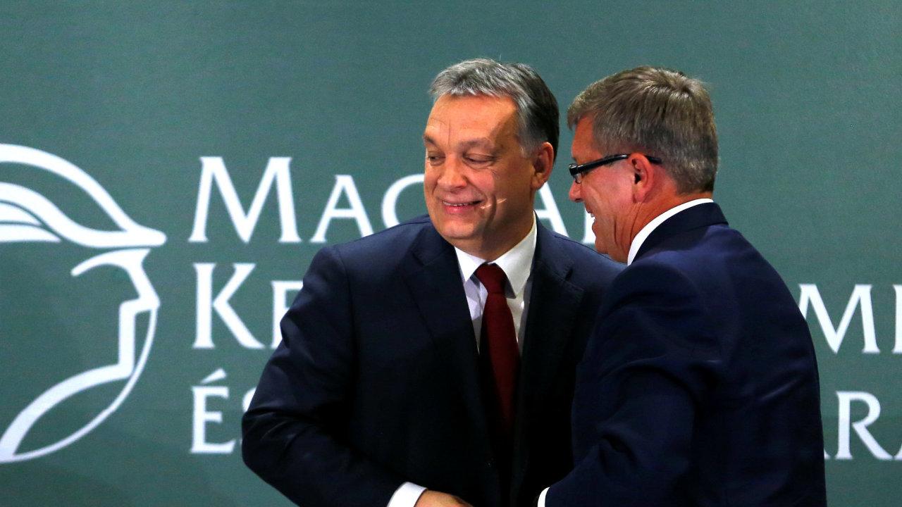 Guvernér maďarské centrální banky Gyorgy Matolcsy (vpravo) s maďarským premiérem Viktorem Orbánem.