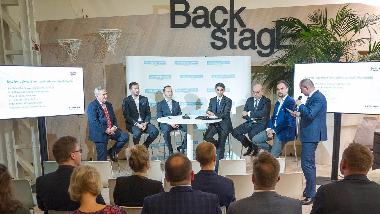 Nasetkání HN debatují (zleva) Jiří Hrbáček (Wood & Co.), Milan Kratina (Accolade), Tomáš Berka (Redside), Jakub Seidler (ING), Peter Lukáč (ZFP) aOndřej Spodniak (Premiot).
