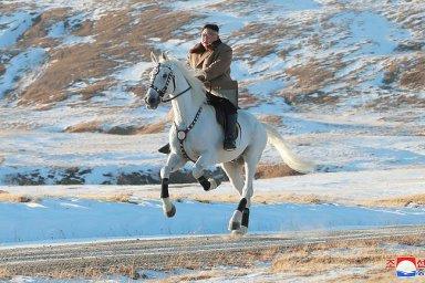 Kim Čong-un na bílém koni. Severokorejský vůdce opět zdolal