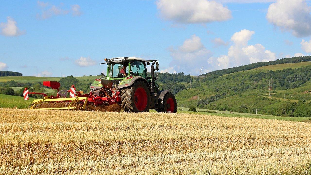 Farmáře tlačí do digitalizace legislativa i klimatické změny, ilustrační foto