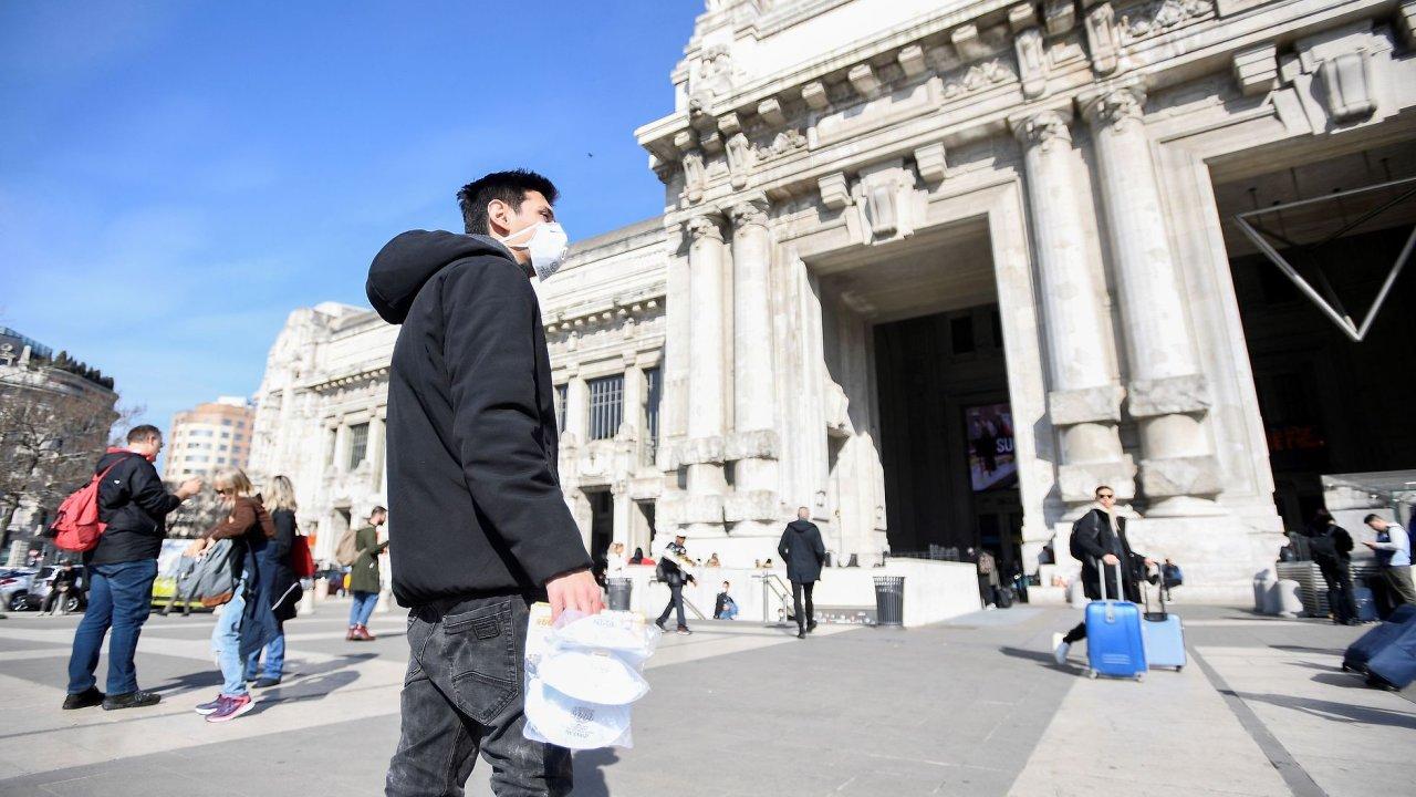 V Miláně se kvůli koronaviru zavřela katedrála Duomo či opera La Scala, zavřené zůstaly i tamní univerzity, školy nebo muzea.