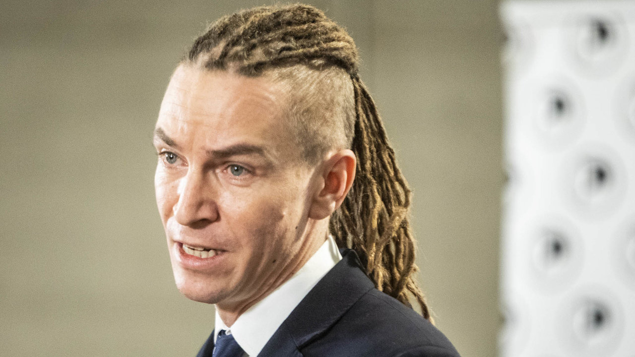 Útoky jsou nezasloužené. Předseda Pirátů Ivan Bartoš tvrdí, že útoky najeho stranu kvůli Tomáši Tožičkovi jsou nespravedlivé.