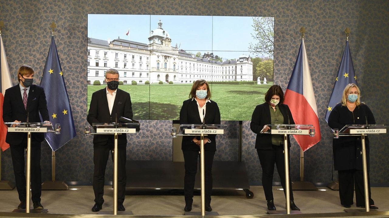 Ministři a ministryně české vlády oznámili další várku opatření v boji s koronavirem. Tentokrát bez premiéra Andreje Babiše.