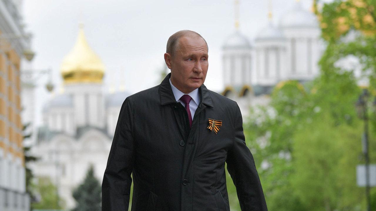 SPutinem navěčné časy. Rusko si nasvého prezidenta tak zvyklo, že vymyslet způsob jeho případného odchodu nebude snadné. Vladimir Putin ajeho okolí mají zhruba čtyři roky nato, aby vymysleli, jak dál.