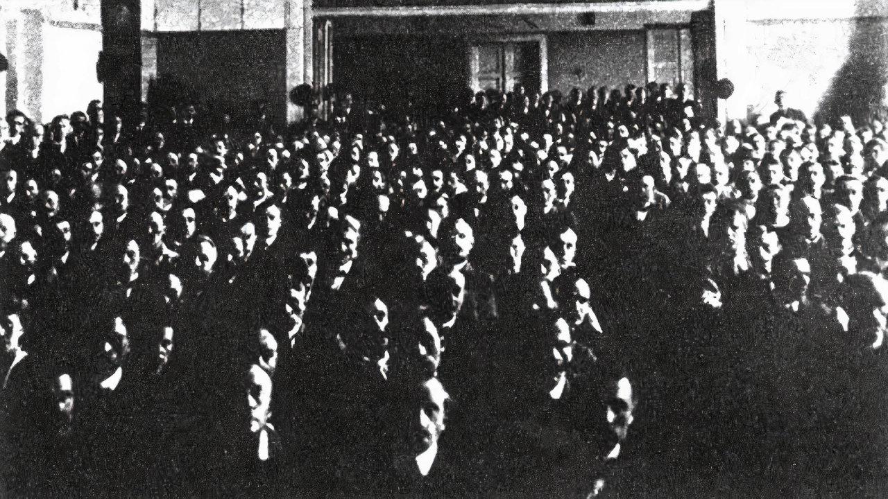 Století sociálních demokratů. Vroce 1921 odpadlíci odČSSD založili komunistickou stranu.