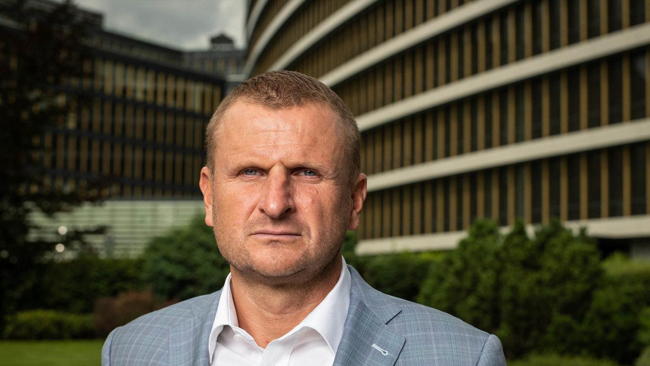Podpis slovenského finančníka Pavola Krúpy je nanesplacených směnkách skupiny Arca Investments. Sám Krúpa však před týdnem řekl, že podpis na směnkách je zfalšovaný a že se hodlá se právně bránit.