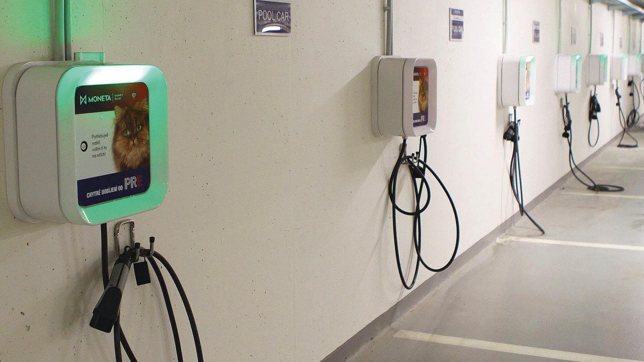 Pro Monetu Money Bank instalovalo PRE 56 dobíjecích stanic pro firemní vozy.