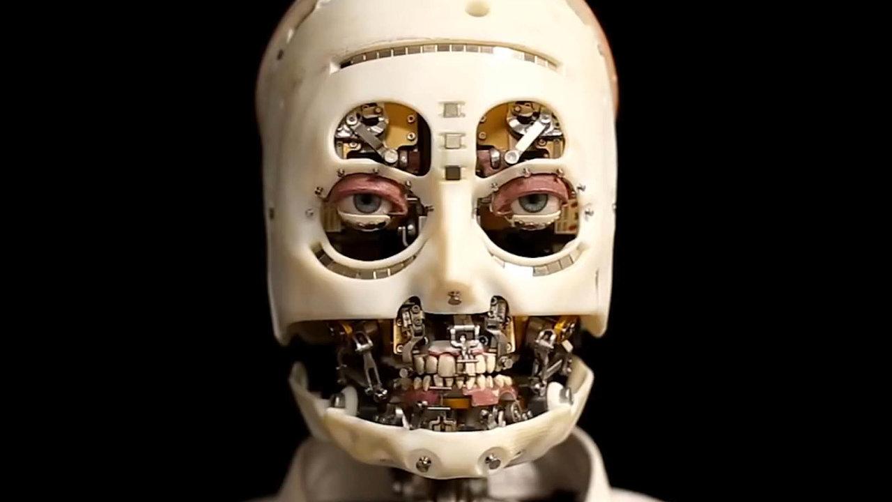 Senzor nahrudi robota upozorní, když se před ním někdo objeví. Humanoid pak díky tomu svou hlavu nastaví čelem, umělé oči načlověka upřou pohled, mrkají aobě umí irychle kmitat.
