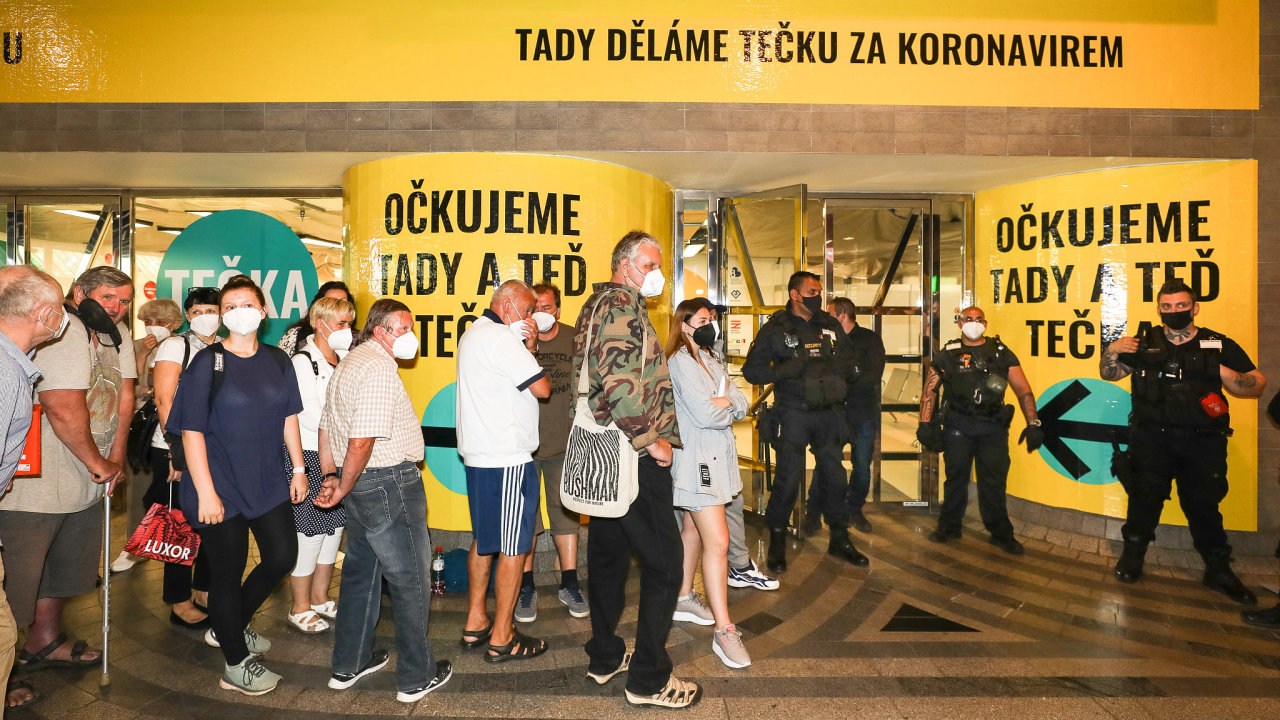 Očkovací centrum bez registrace na Hlavním nádraží v Praze.
