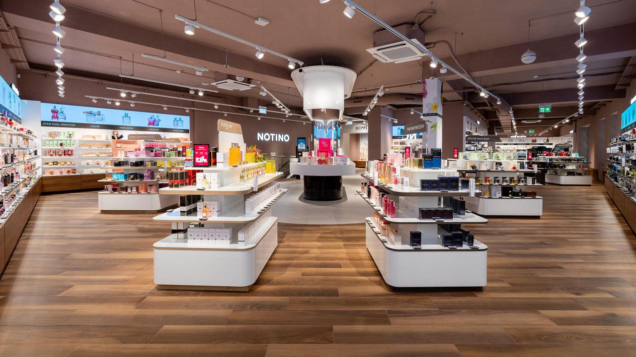 Prodejna Notina v Brně je největší parfumerií v Česku.