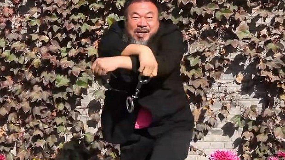 Aj Wej-wej tvrdí, že kdyby směli Číňané tančit jako v klipu Gangnam style, byl by to výraz větší svobody.