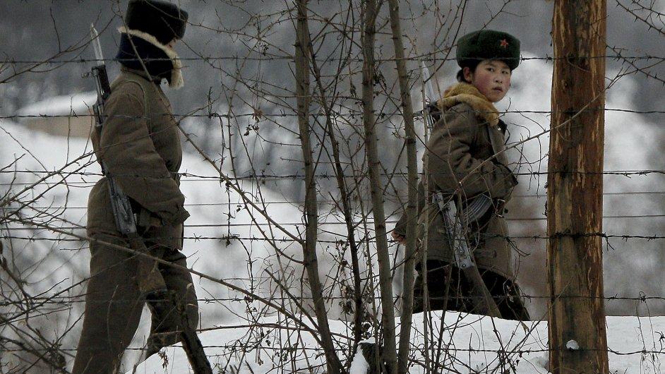 Vojenská hlídka na hranicích KLDR