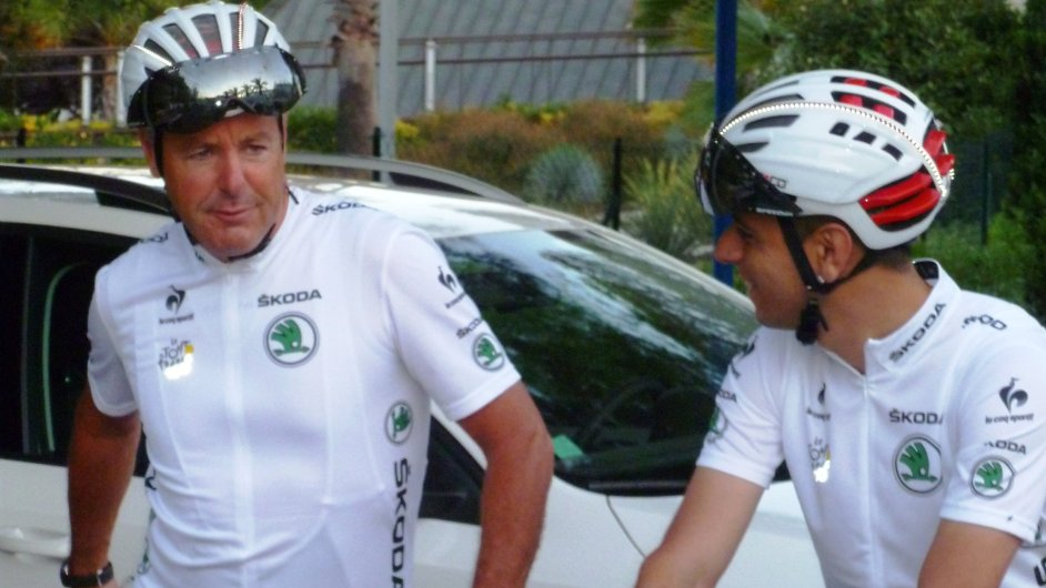 Stephen Roche (vlevo) s jedním z účastníků ranní cyklovyjížďky
