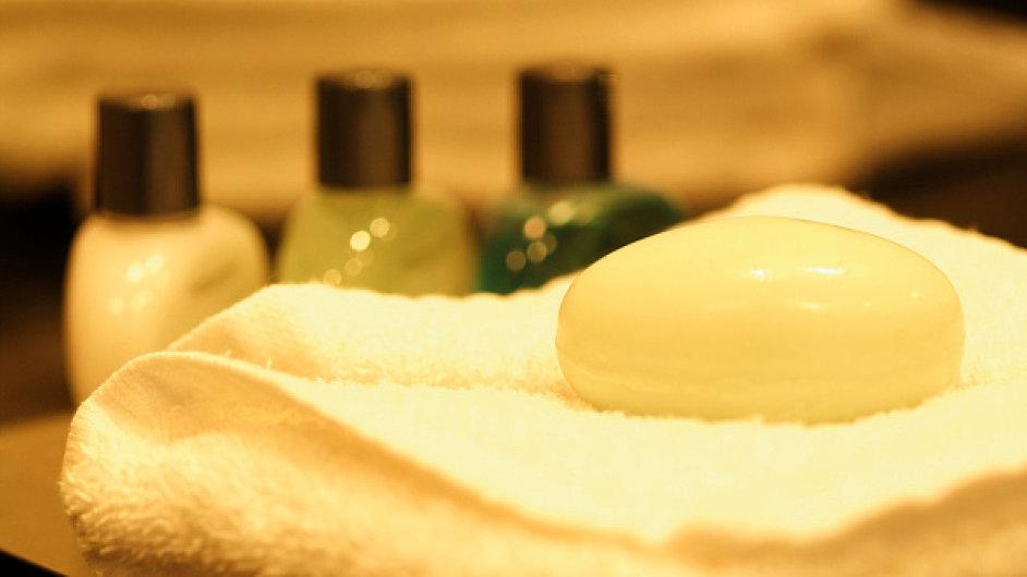 Za ručník a mýdlo se v některých low-cost hotelech platí.