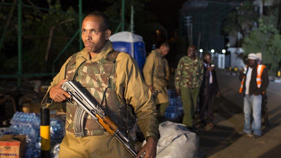 Keňský policista u obchodního domu Westgate