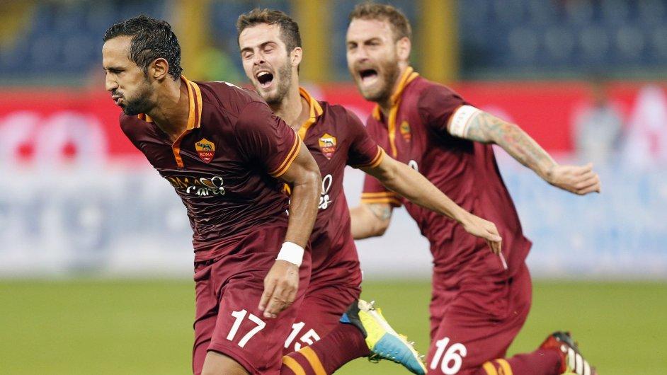 Medhi Benatia, Alessandro Florenzi a Daniele De Rossi se radují z gólu