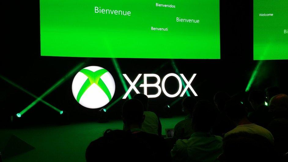 Logo Xboxu na jevišti v Kolíně nad Rýnem