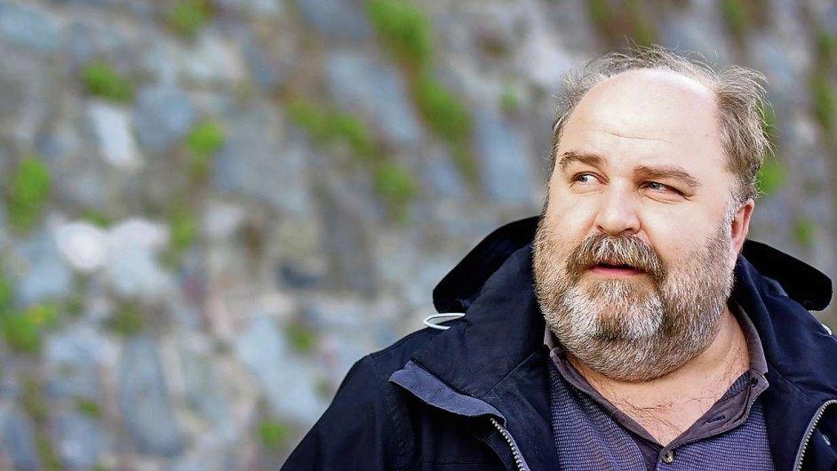 Svůj předchozí román Proudy vydal Kahuda v roce 2001.