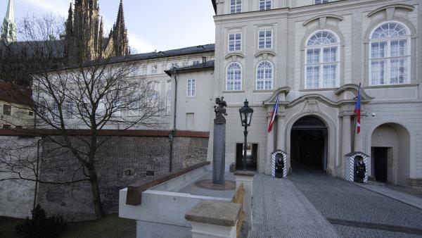 Lev a ��msa povznesly opomenut� severn� vstup Pra�sk�ho hradu