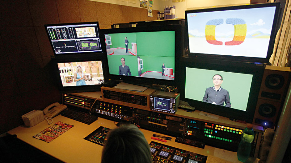 10 CESKA TELEVIZE ilustracni foto Rene Volfik HN