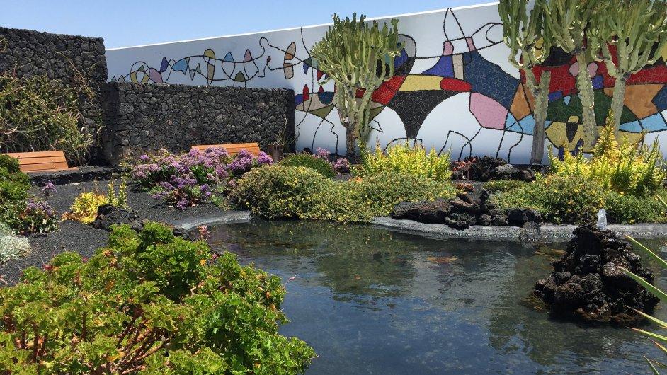 Dům umělce Césara Manriqua stojí na jednom z Kanárských ostrovů.