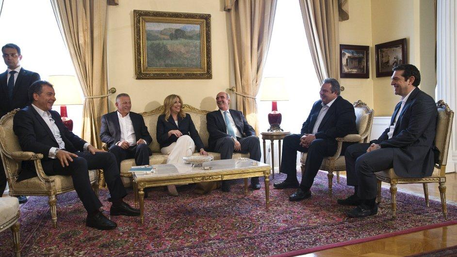 Vůdce opozice Meimarakis (třetí z prava) má vzhledem k rozložení sil v parlamentu jen málo šancí na to, aby nový kabinet sestavil.