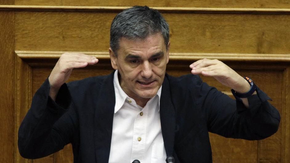 Euklidis Tsakalotos (na snímku) a Janis Varufakis si v řeckém parlamentu prohodili židle. Tsakalotos je nyní ministrem financí, Varufakis se vrátil do poslanecké lavice.
