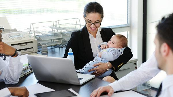 Mateřská se nyní v zásadě pohybuje na úrovni 70 procent předchozího platu – ilustrační foto.