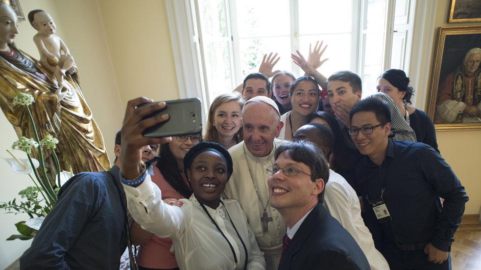 Papež František chce otevřenější církev v pohybu.