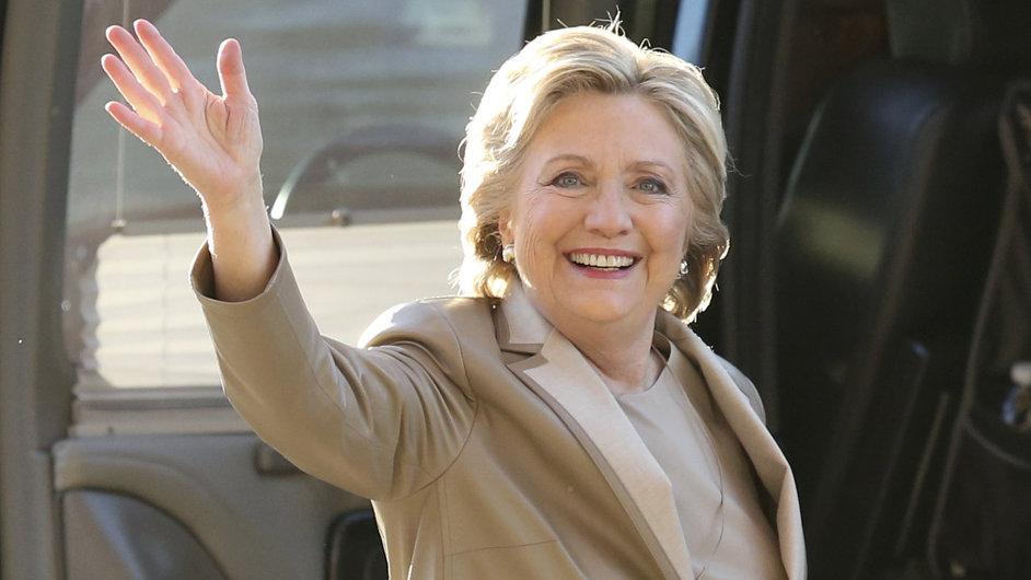 Clintonová podle odhadů vede na Floridě, v Iowě i v Ohiu.
