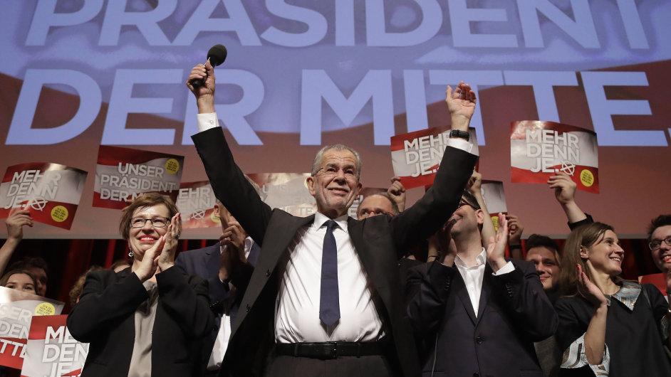 Alexander Van der Bellen vyhrál rakouské prezidentské volby.