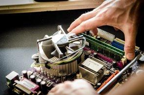 Chybí mladí IT odborníci – za jejich nedostatek mohou i samotné firmy, ilustrační foto