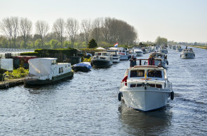 Plavební sezona odstartovala: Podívejte se, jak se v Nizozemsku odemykaly vodní kanály