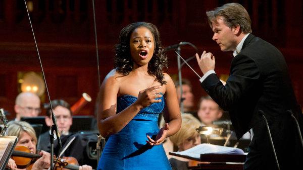 Pretty Yende vpražském Obecním domě poprvé vystoupila před třemi roky (nasnímku). Tehdy ji doprovodil orchestr PKF, ve čtvrtek to bude zlínská Filharmonie Bohuslava Martinů.