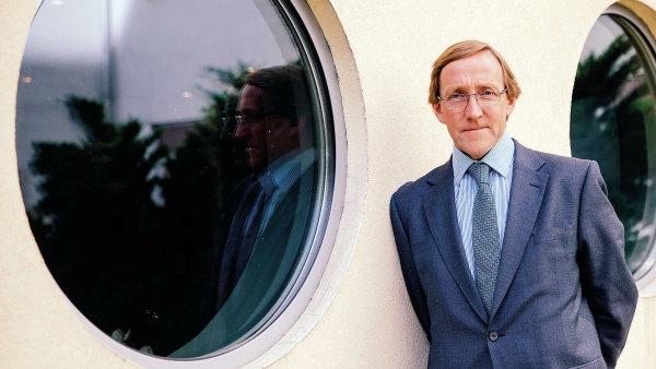 James Gillies, tehdejší vedoucí komunikace evropské vědecké laboratoře CERN