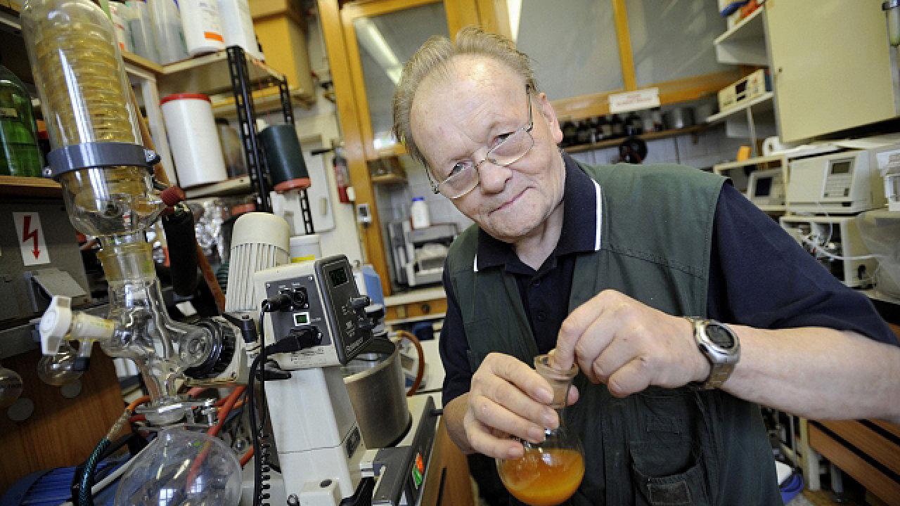 Antonín Holý z Akademie věd ČR