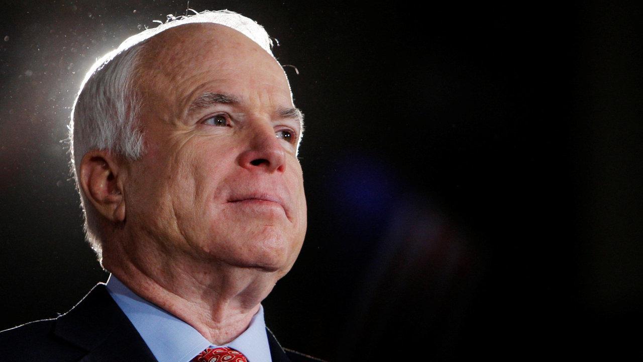 Republikánský senátor John McCain.