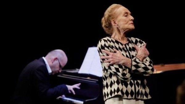 Na festivalu bude uveden také dokument Olgy Sommerové o pěvkyni Soně Červené. Snímek pochází z komorního recitálu Červené na Zlaté Praze.