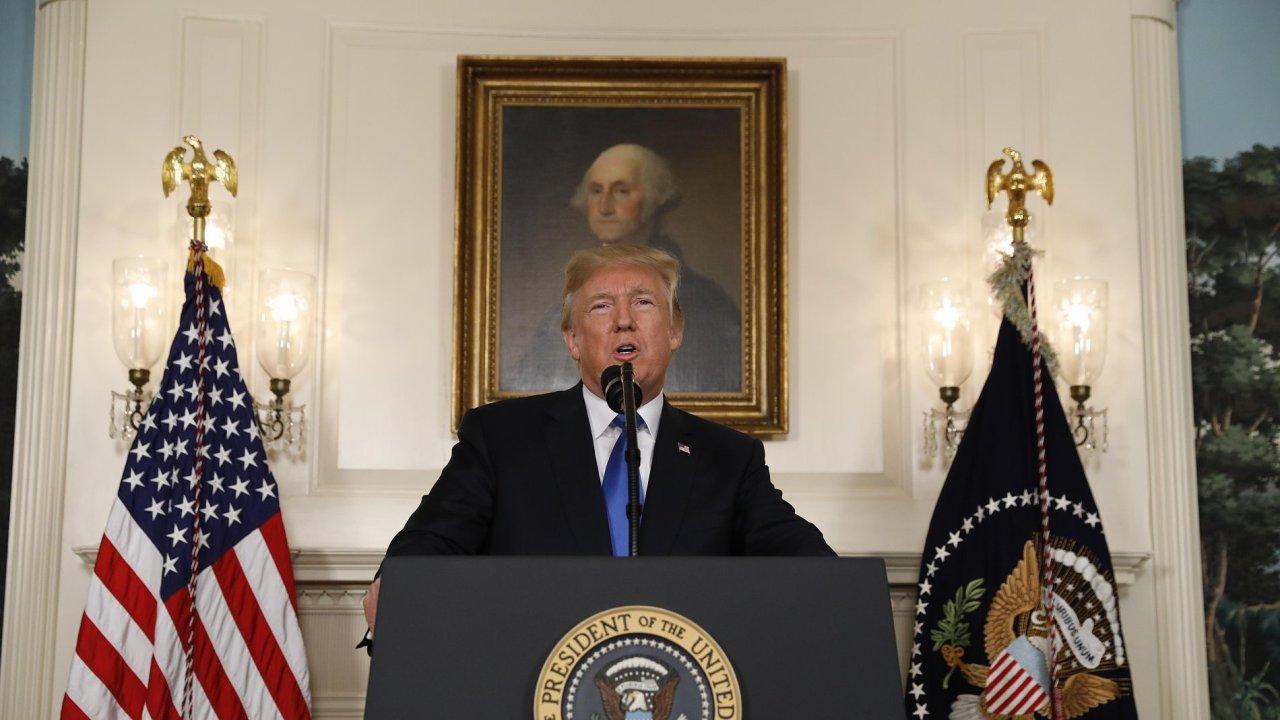 Prezident USA Donald Trump na tiskové konferenci, kde oznámil novou strategii vůči Íránu.