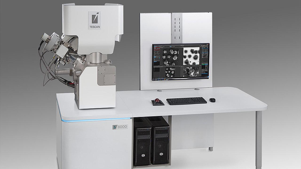 Elektronický mikroskop brněnské firmy Tescan S8000G.