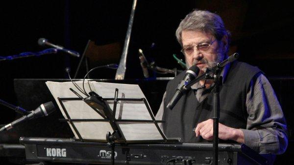 Živě budu hrát, dokud unesu trumpetu, piano už neunesu teď, říká Jan Spálený (na snímku z letošního koncertu).