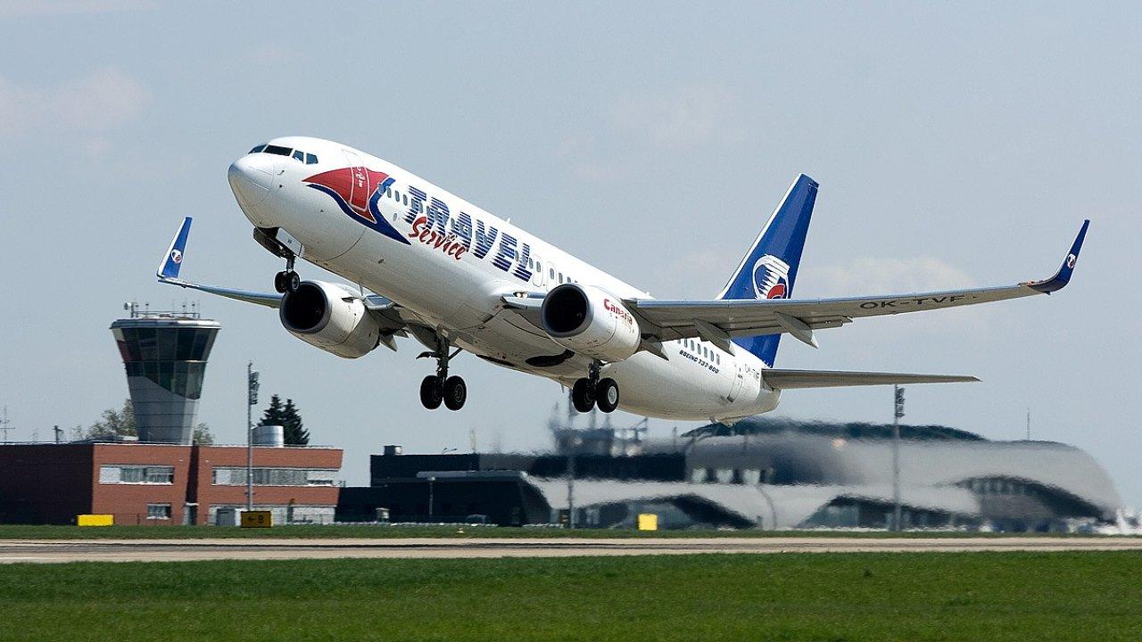 Podle cestovních kanceláří nestačí kapacita Travel Service na zrušené lety HCA.